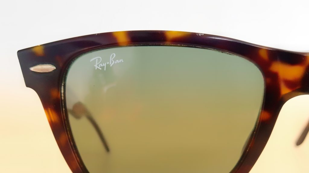 Ray-Ban Wayfarer Review Logo